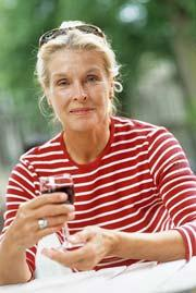 A drink or two seems to help women stay sharp as they age.