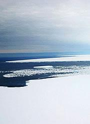 B-15A slides majestically across the horizon. Click <bxr rid='bx1'>here</bxr> for a hit-list of other famous icebergs.