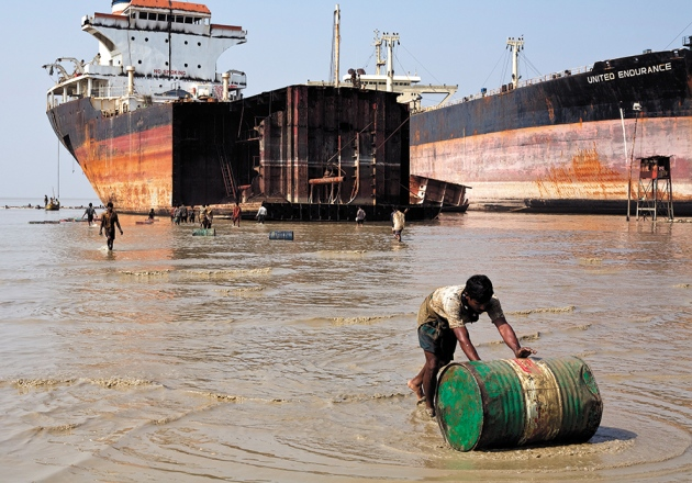 Pollution: Three steps to a green shipping industry : Nature
