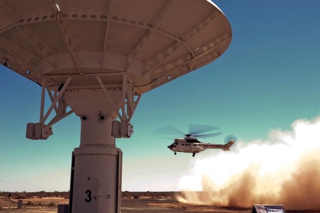 O telescópio MeerKAT em construção no Cabo do Norte da África do Sul formará parte do maior telescópio de rádio do mundo.